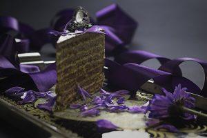 Specijal ekstra  8 sočnih kora od oraha premazanih bogatim filom od čokolade. – BEZ GLUTENA